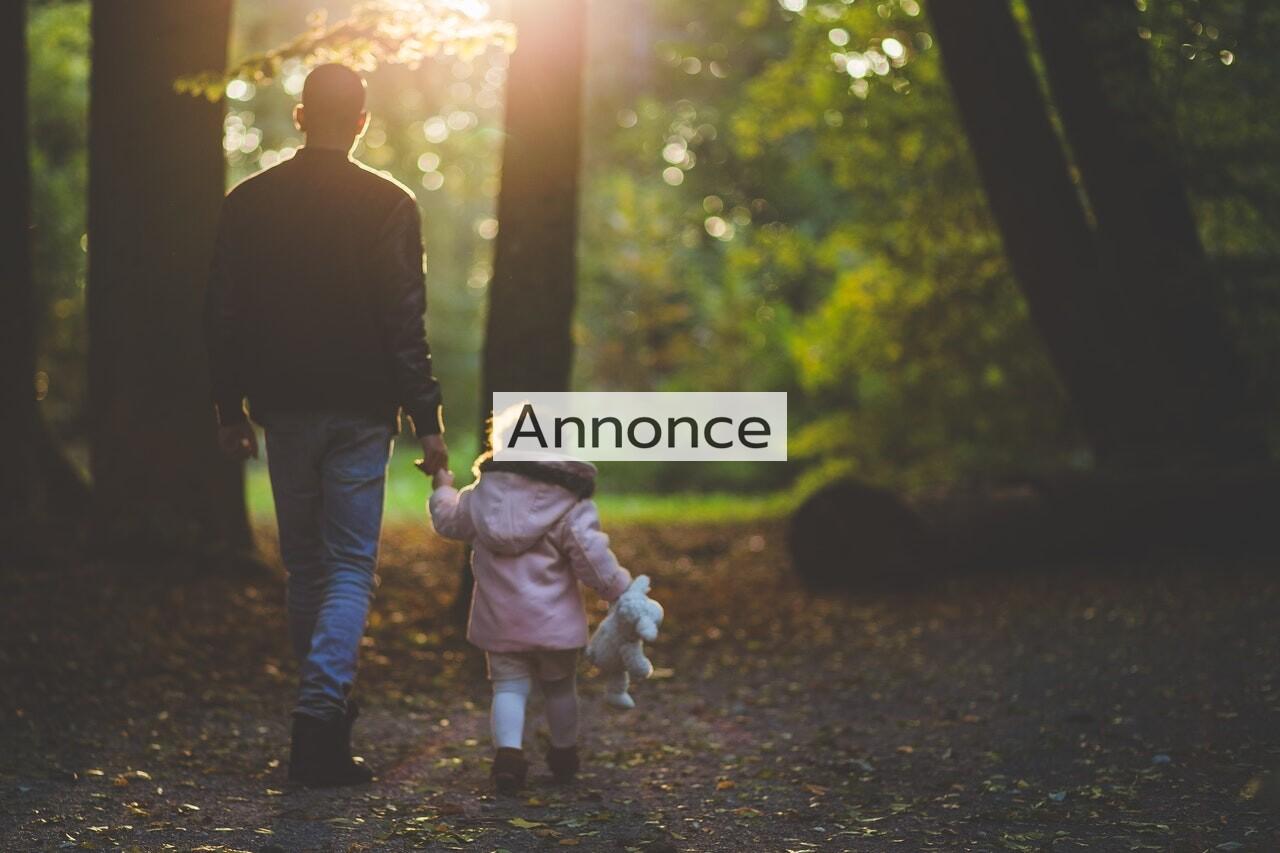 Far og datter på skovtur
